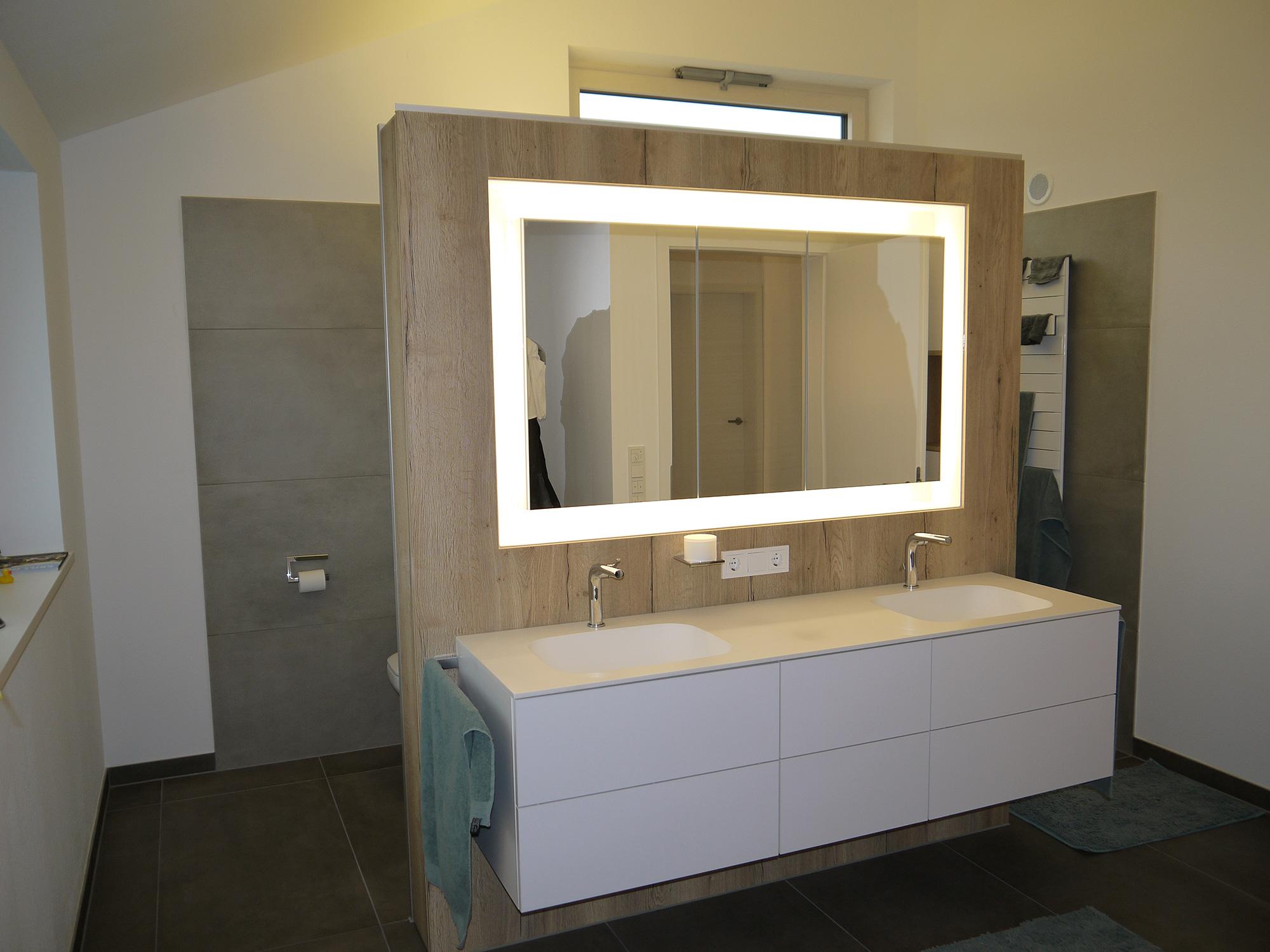 Bad schreinerei eisenschmid for Bad waschtisch mit spiegelschrank